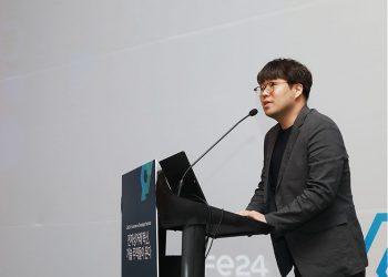 Cafe CTO Dong-woo Noh makes a speech