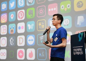 CEO of ZOYI corporation makes a speech at Cafe24 developers seminar