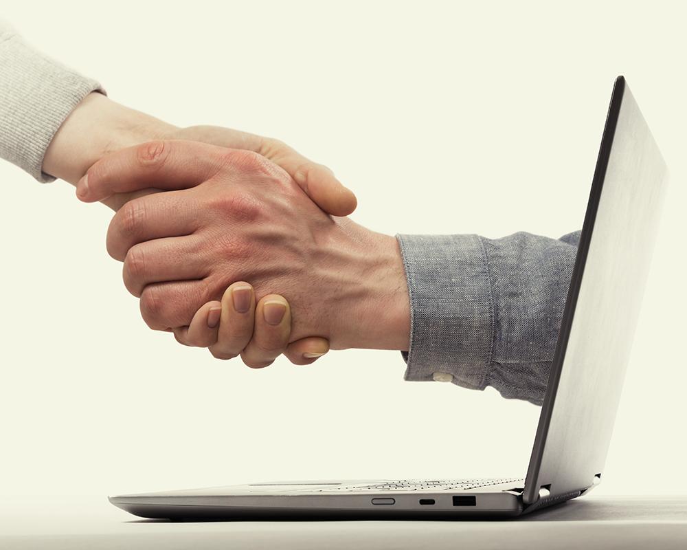 online store can help offline retailers
